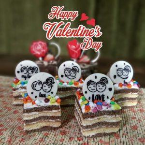 نام محصول: عشق تعداد حفره در یک شیت: 90 حفره سایز هر حفره : 40 در 40 میلیمتر شکلات قابل استفاده: شکلات سفید