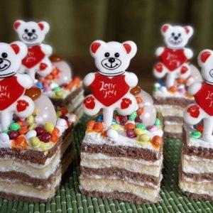 طلق شکلات خرس عاشق